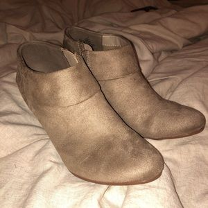 Tan shoes with small heel